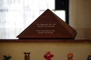 Die-Kleine-Pyramide-Spendenkonto-P2447