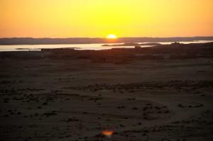 IMGP3381_Wadi_Halfa_Wuestenstadt_Sonnenuntergang