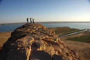 IMGP3505_Wadi_Halfa_Andi_Patrick_Thomas_Felsen