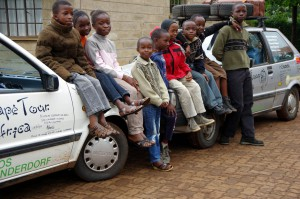 Kinderfragen-SOS-Kinder-Meru-8383
