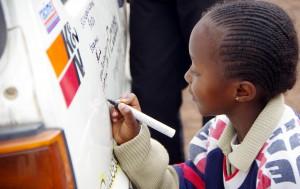 SOS-Kinder-unterschreiben-8421